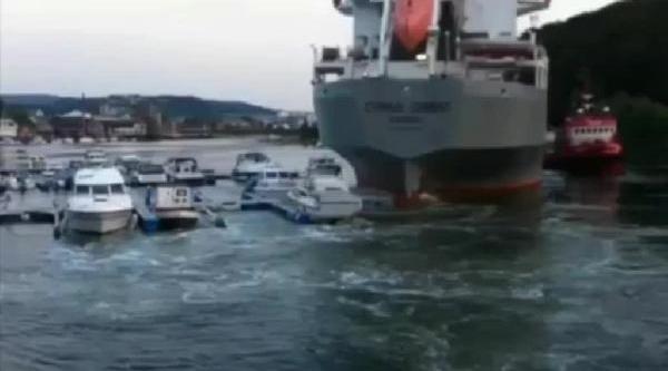 Norveç'Te Rum Bandirali Gemi Yatlari Parçaladi