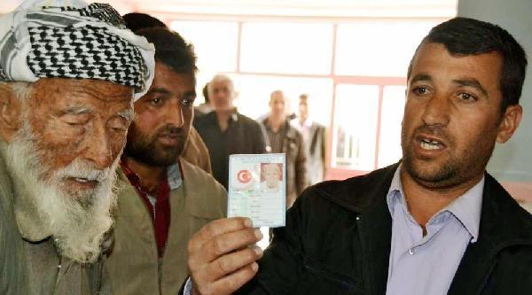 Nüfus Kaydına Göre 129 Yaşındaki Mehmet Dede Oyunu Kullandı