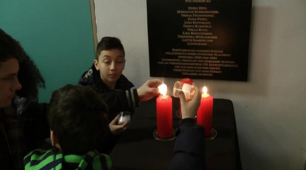 Nürnberg Sigana Lisesi Öğrencileri Nsu Kurbanlarini Andi