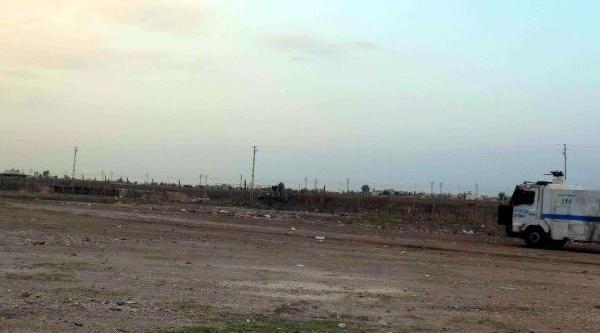 Nusaybin'de Çocuklar Sinirdaki Askerleri Taşladi