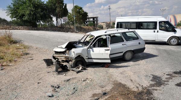 Nusaybin'de İki Otomobil Çarpişti: 9 Kişi Yaralandı