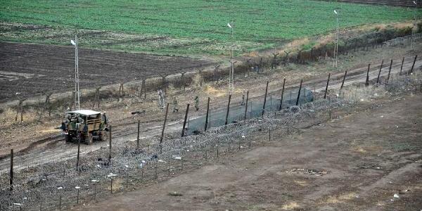 Nusaybin'in Suriye Sinirinda Duvar Yapimina Tekrar Başlandi