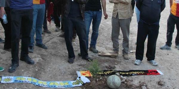 Odtü'de Taraftar Gruplarindan Futbol Maçi