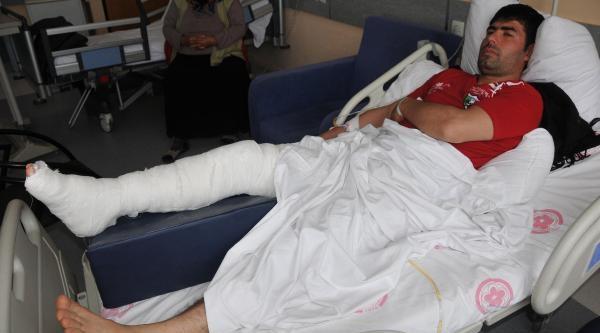 Odun Kestiği Testereyi Kaydırınca Dizinden Yaralandı