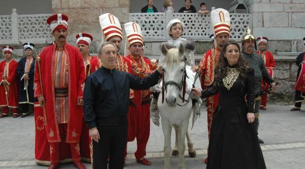 Oğluna Cami Avlusunda Osmanlı Usulü Sünnet Düğünü Yapan Vali Yardımcısı Emekli Oldu