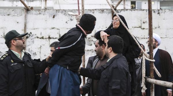 Oğlunun Katilini İdam Sehpasından Alan Anne İstanbul'a Geliyor
