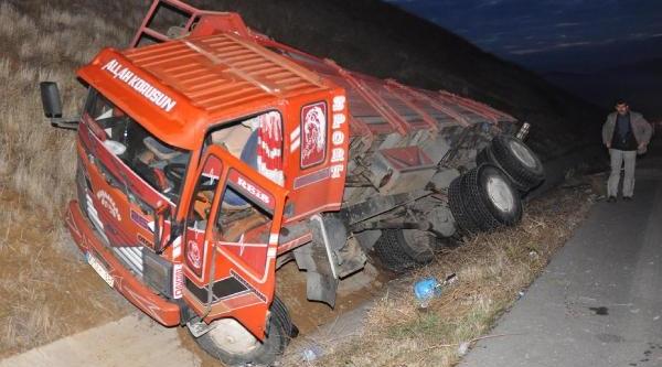 Öğrenci Gezi Otobüsü Kamyona Arkadan Çarpti: 20 Yarali