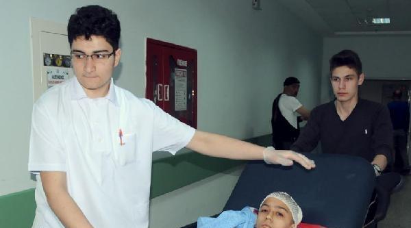 Öğrenci Servisi Devrildi: 21 Yaralı
