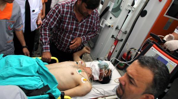 Öğrenci Servisi İle Otomobil Çarpişti: 18 Yaralı
