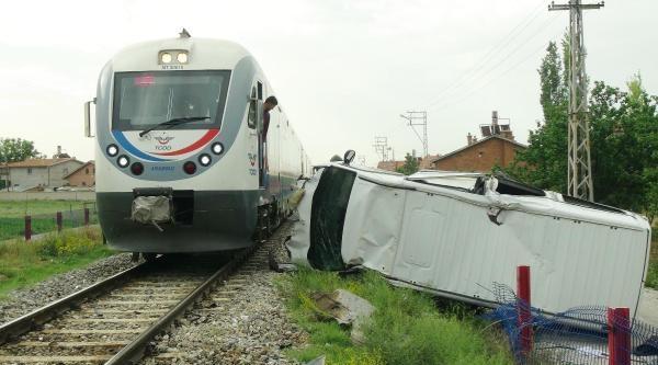 Öğrenci Servisi Tren Yoluna Uçtu: 2 Yaralı