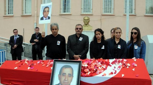 Öğrenci Yumruğuyla Ölen Müdür Yardımcısı Gözyaşlarıyla Uğurlandı
