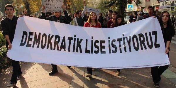 Öğrenciler 'demokratik Lise' Için Yürüdü