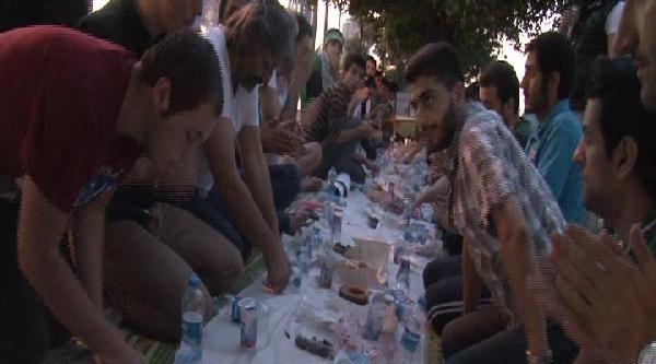Öğrenciler İsrail'i Protesto Etti