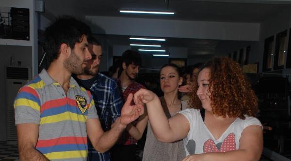 Öğrenciler Latin Dansını Sevdi
