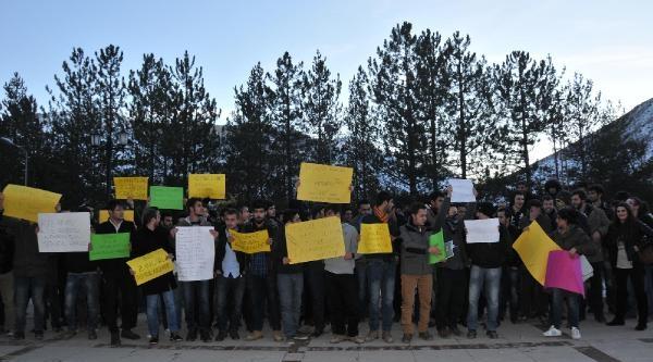 Öğrenciler Yemeğe Yapilan 25 Kuruşluk Zammi Protesto Etti