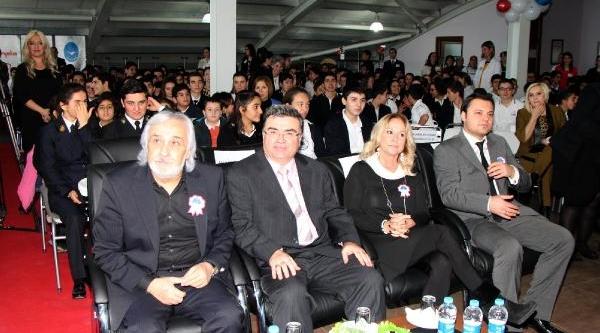 Öğrenciler Yilmaz Özdil'i Yilin En Iyi Köşe Yazari Seçti