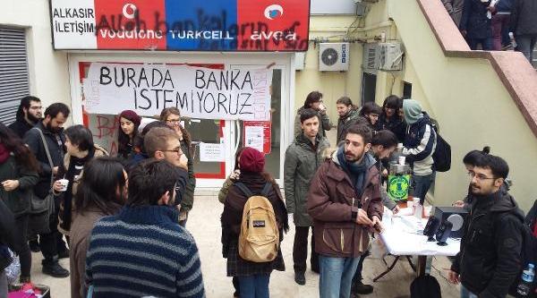 Öğrencilerden 'banka Istemiyoruz' Eylemi