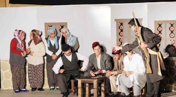 Öğrencilerden 'harmanyeri 1915' Tiyatro Oyunu