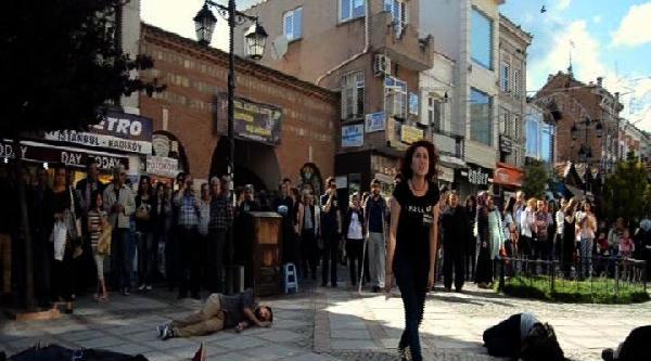 Öğrencilerden Soma Faciası İçin Tiyatro