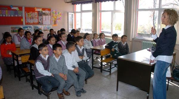Öğrencilere Ağiz Ve Diş Sağliği Eğitimi