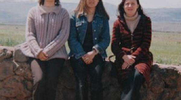 Öğrencilerini Kurtarmak Isterken Yanarak Ölen Aysun Ve Burçin Öğretmen Anildi