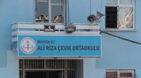 Öğretmen, 4 Öğrencisine Cinsel Taciz İddiasindan Tutuklandı