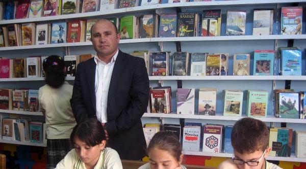 Öğretmen, Silopi'de 2 Okula Kütüphane Kurdu