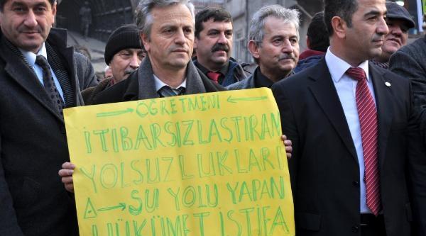 Öğretmenlerden 'şiddet' Protestosu