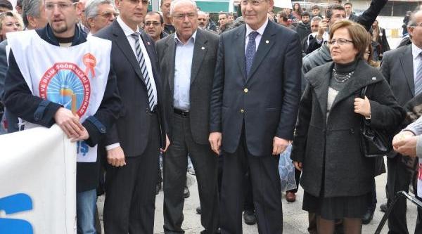 Öğretmenlerden 'yolsuzluk' Türkülü Protesto