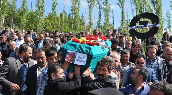 Okmeydanı'nda Öldürülen Uğur Kurt Sivas'ta Toprağa Verildi