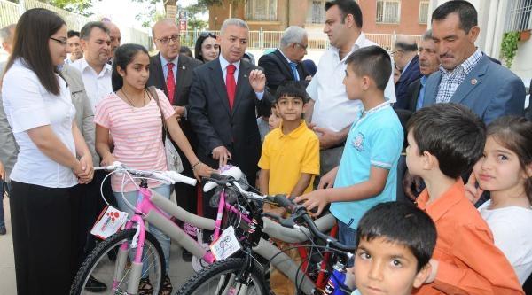 Öksüz Ve Yetim Çocuklara Karne Hediyesi Bisiklet