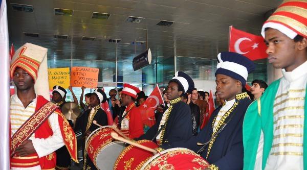 Okul Birincilerini Afrikalı Mehterler Karşıladı