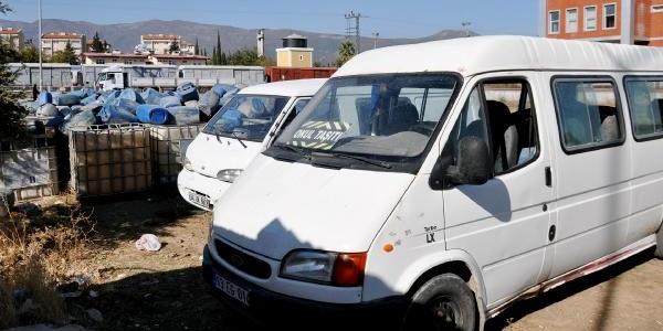 'okul Taşiti' Yazili Minibüste Kaçak Akaryakit
