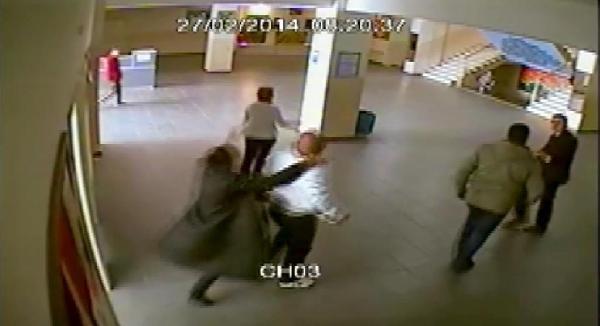 Okula Geldiler Öğretmenlere Saldırdılar