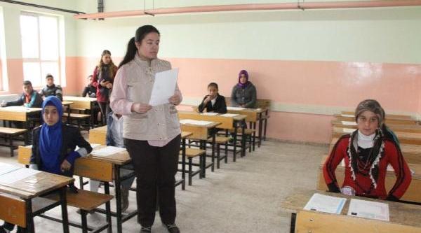 Okula Gönderilmeyen Kizi, Kaymakam Sinava Götürdü