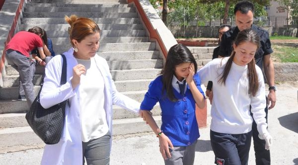 Okulda Biber Gazı Şakasi 15 Öğrenciyi Hastanelik Etti