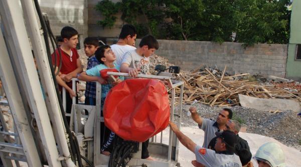 Okuma Salonunda Yangın Çikti; 105 Öğrenci Tahliye Edildi
