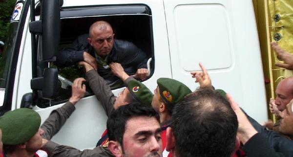 Olaylı Hes Protestosu: 1'i Asker 4 Yaralı