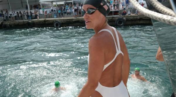 Olimpiyatların Kraliçesi, Boğaz'da Yüzdü