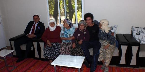 'olumlu Yaşar' Ev Sahibi Yapti