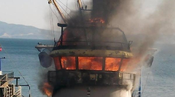 Onarımı Yapılan Balıkçı Teknesi Alev Alev Yandı