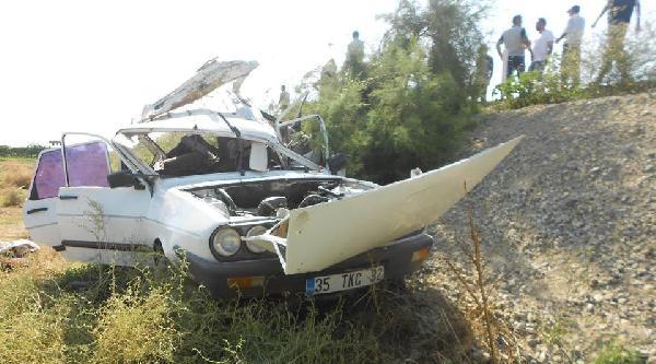 Önünde Giden Otomobile Arkadan Çarpti: 1 Ölü, 4 Yaralı
