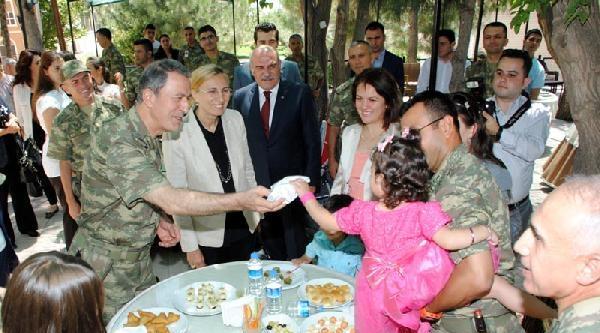 Orgeneral Akar, Şirnak'ta Askerlerle Bayramlaştı