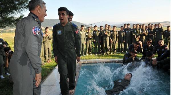 Orgeneral Öztürk, Uçuş Eğitiminde  Başarılı Olan 'genç Kartalları' Havuza Attı