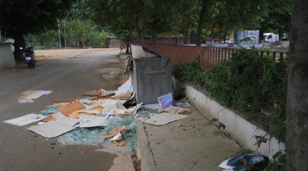 Orhangazi'de Atatürk Portresinin Çöpe Atılması Tepkiye Neden Oldu