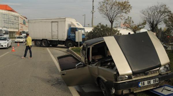 Orhangazi'De Kamyon Otomobile Çarpti: 2 Yarali