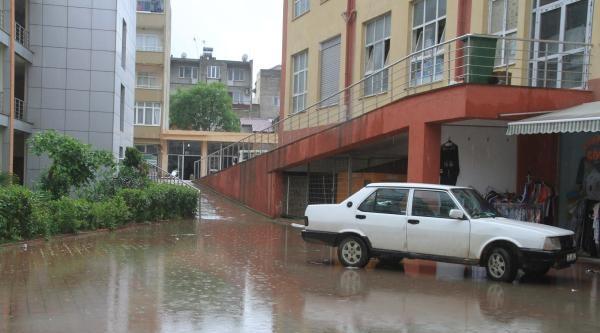 Orhangazi'de Şiddetli Yağışta İşyerlerini Su Bastı