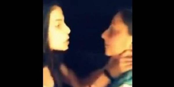 Ortaokul Öğrencisi Genç Kiz, Sinif Arkadaşini Tekme Tokat Dövdü