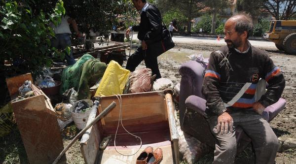 Osmancık İlçesi Sel Suları Altında Kaldı, 1 Kişi Öldü (2)
