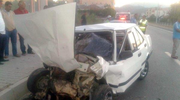 Otobüse Çarpan Otomobilin Sürücüsü Öldü